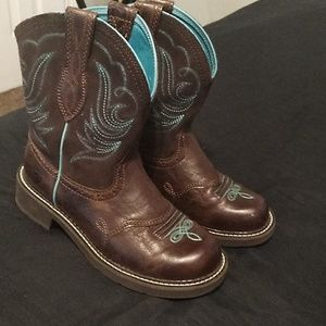 Ariat round toe boots size 8.5